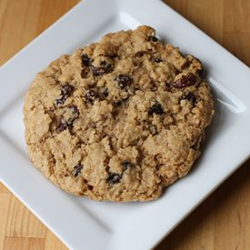 Thick and Chewy Oatmeal Raisin Cookies Actually made them but smaller ...