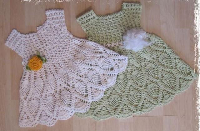 Receita de vestidinho de crochê para bebê de 01 ano. Fofo! Eu vou fazer para a minha Clarinha. :)