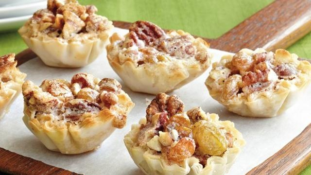 ... mini tarts made with pecans and raisins – perfect for baked dessert