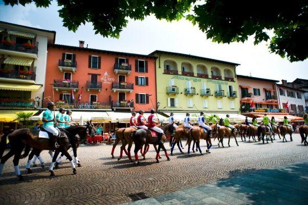 Hublot Polo Cup Ascona 2013 - parade des chevaux en ville