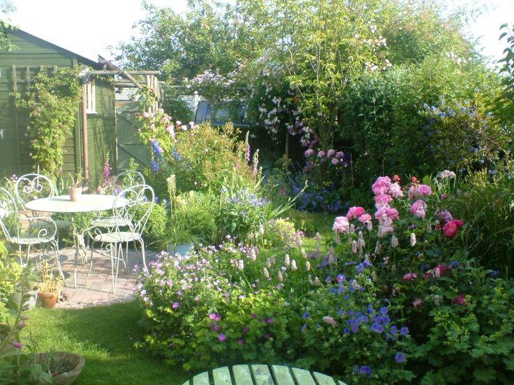 small cottage style back garden Malvern small gardens