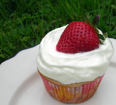 Coconut & Lime: Strawberry-Thyme Cupcakes I've made these cupcakes an...