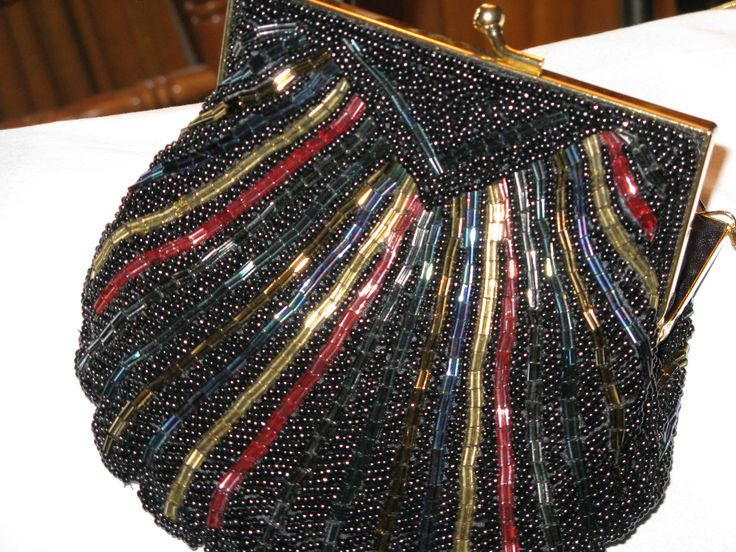 """Vintage """"Carla Marchi"""" Beaded Shell Shaped Clutch Purse NEW _  US $53.00"""