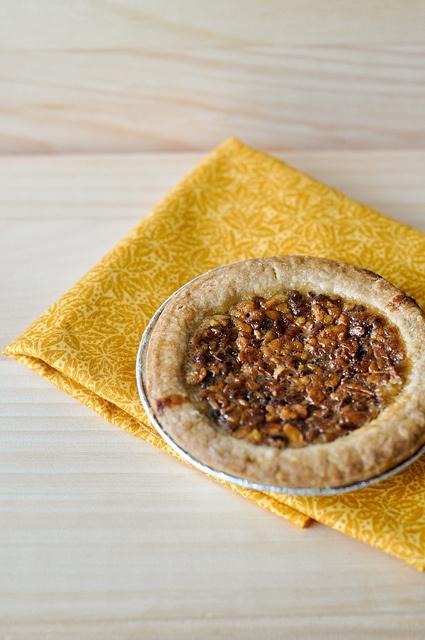 Maple-Cinnamon mini pecan pie #recipe   {chevrons & éclairs}   Pinter ...