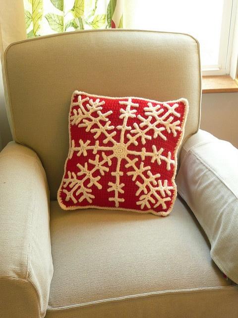 crocheted snowflake pillow | crochet | Pinterest