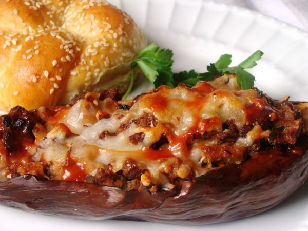 Recipe Sausage stuffed eggplant, by Diethood - Petitchef