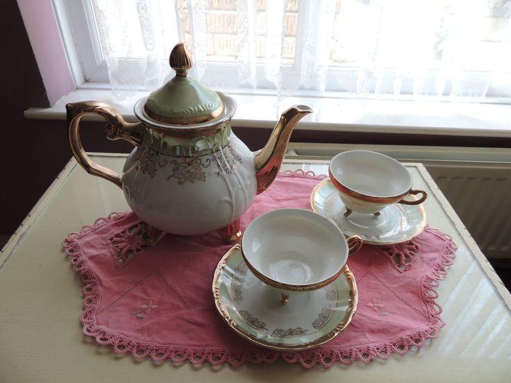 Oh So Adorable Vintage Tea Set : More like this: vintage tea , tea sets and teas .