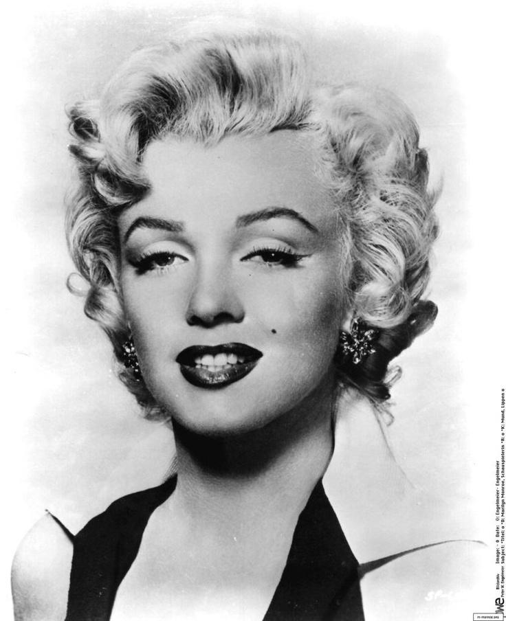 Marilyn Monroe legendary pose | Legends | Pinterest