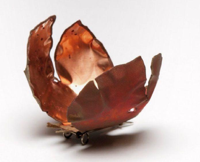 papallona -Gesine Hackenberg - 'papallona de mandarina' brooch - cuivre