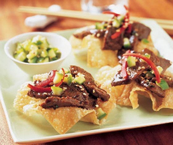 Sesame Steak Stir Fry on wonton crisps | Appetizers 3 | Pinterest