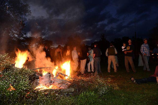 Backyard Bonfire Wedding : Stacey & Bens family farm homegrown wedding