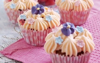 Raspberry and honey cupcakes | Recipe : Cupcakes | Pinterest