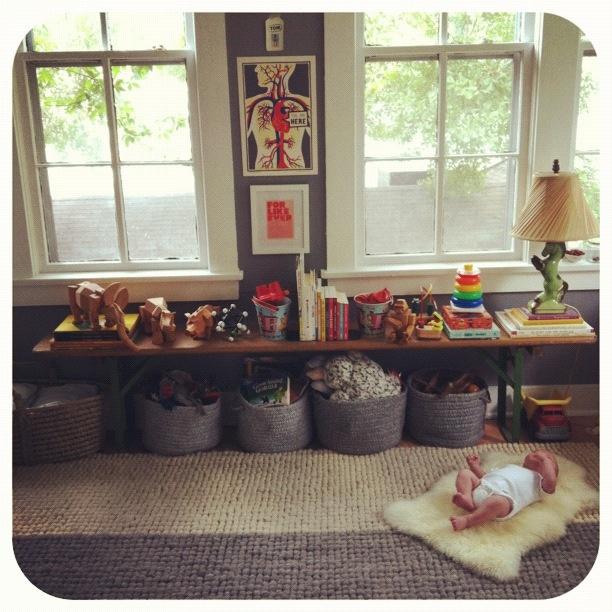 bench storage under window kids room inspiration. Black Bedroom Furniture Sets. Home Design Ideas