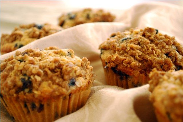 Browned butter whole wheat bluberry muffins with streusel topping