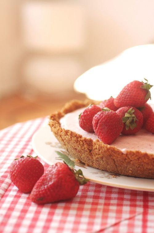Frozen Strawberry Margarita Pie [RECIPE] | { sweetie pie } | Pinterest