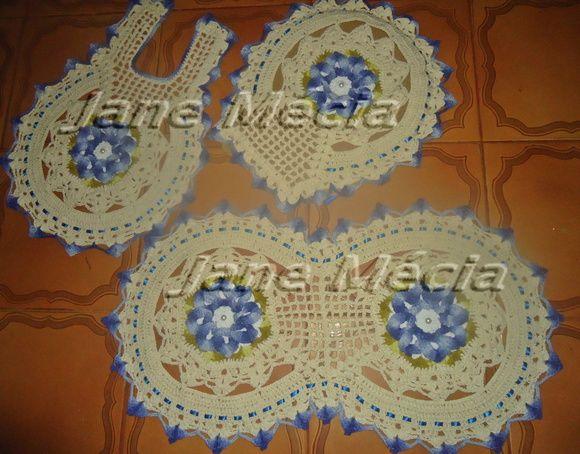 Conjunto para banheiro em crochê feito com material de qualidade. Cor à escolha do cliente R$ 120,00