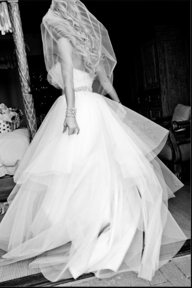 Twirl wedding dress