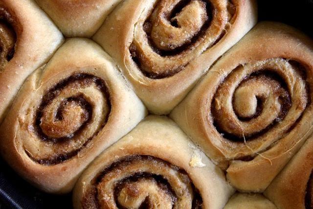 Chai-Spiced Cinnamon Rolls | via Joy the Baker