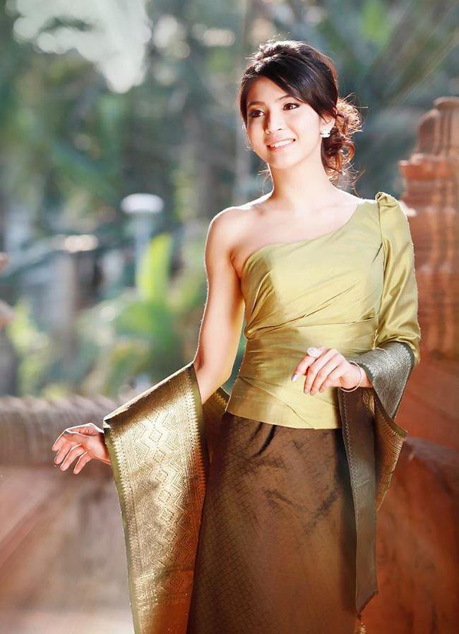 Nên có những hành động lịch sự và giữ khoảng cách đối với những cô gái Lào
