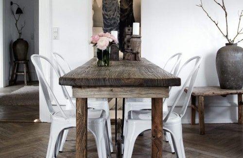 Table en bois brut et chaises tolix cuisines salles - Table cuisine bois brut ...