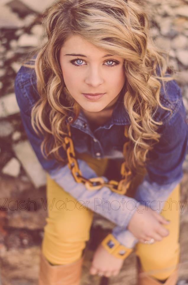 Close Up Pose Of Teen Girl Teen Portraits Pinterest