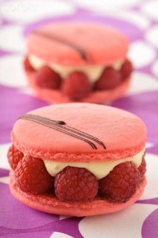 Raspberry macaroons | To eat or 2 see? | Pinterest