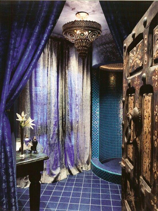 Luxury moroccan bathroom luxury bathroom design for Moroccan bathroom design