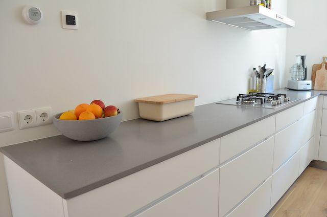 Witte keuken met grijs werkblad witte keuken grijze vloer de basis is neutraal met wanden - Werkblad voor witte keuken ...