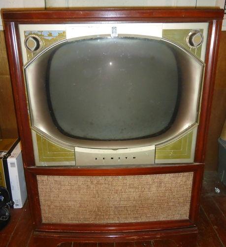 Vintage zenith floor model tv vintage televisions for Floor model tv