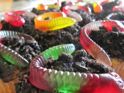 Dirt and Worm Cupcakes | Mouth Watering | Pinterest