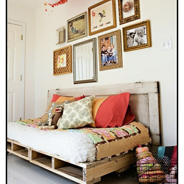 Pallet daybed reagan elizabeth pinterest for How to make a pallet daybed