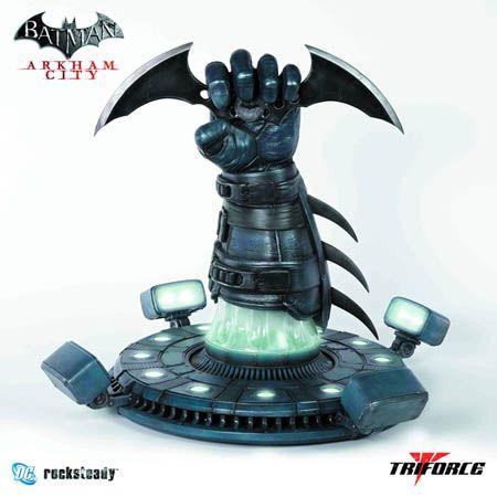 Presents the officially licensed batman arkham city batarang