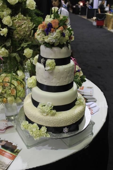 our lubbock team 39 s beautiful wedding cake at the 2014 lubbock bridal