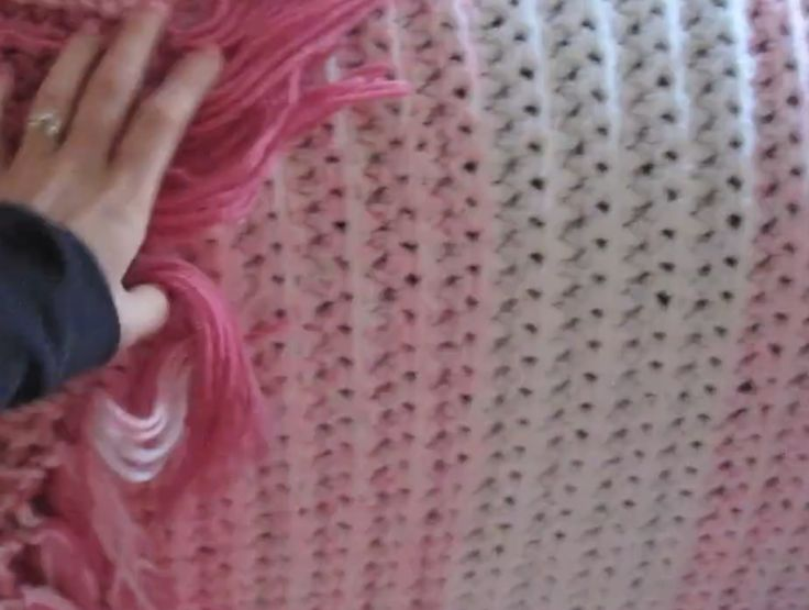 Crocheting With Fingers : Finger Knitting and Finger Crochet http://www.amywilla.com/2011/11 ...