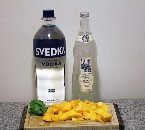 Sparkling mango mint lemonade (with vodka).