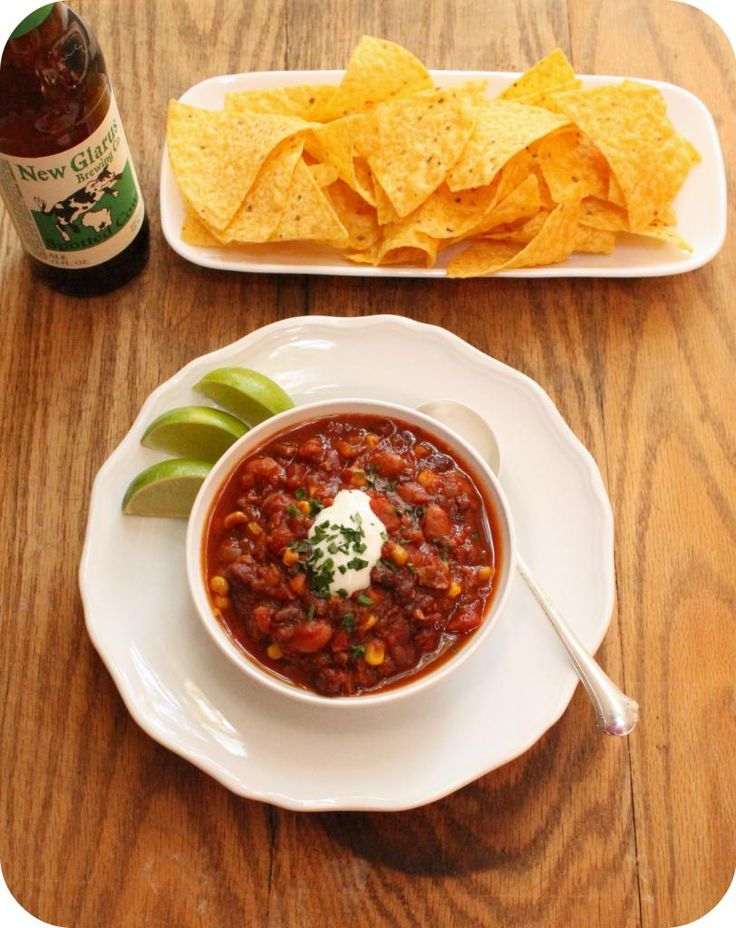 vegan slow cooker chili - this recipe looks easy and delicious