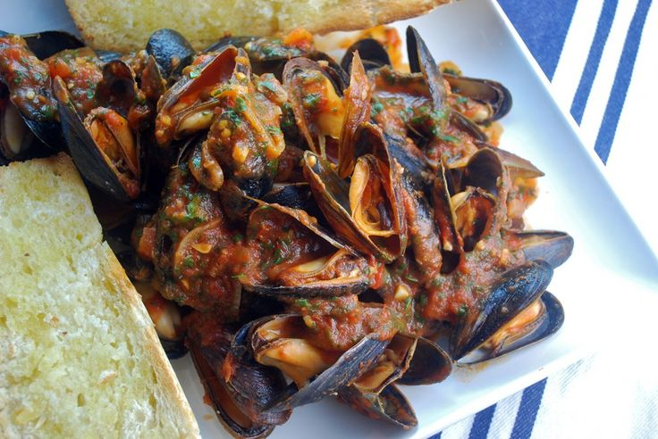 Steamed Mussels in Spicy Tomato Sauce | Seafood Ideas | Pinterest