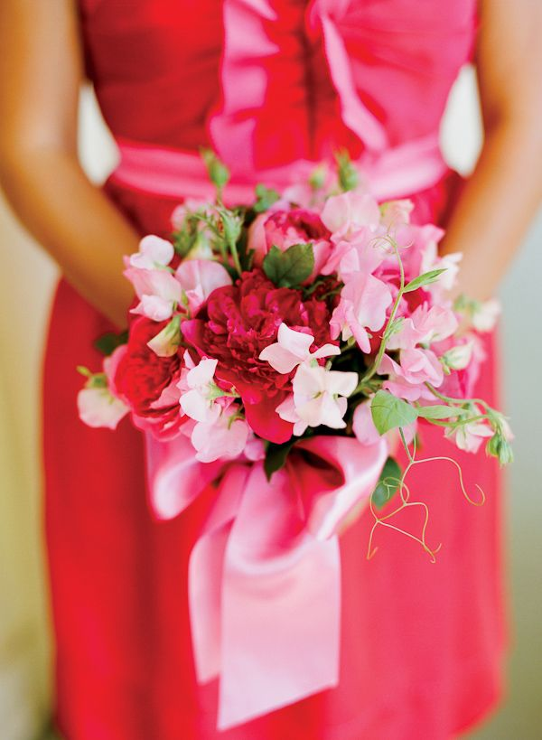 Light and dark pink bridal bouquet, photo by Lisa Lefkowitz