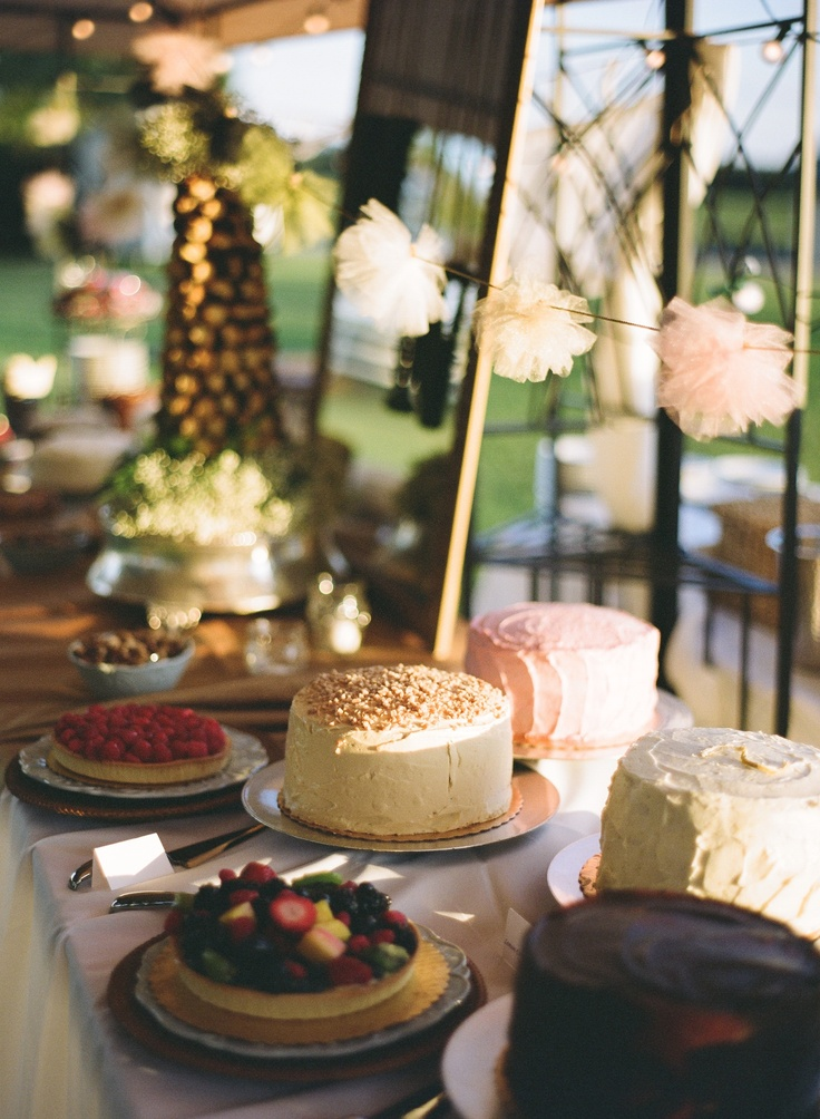 Please all of your guests with an assortment of various cakes instead of one large cake! #weddings #desserts