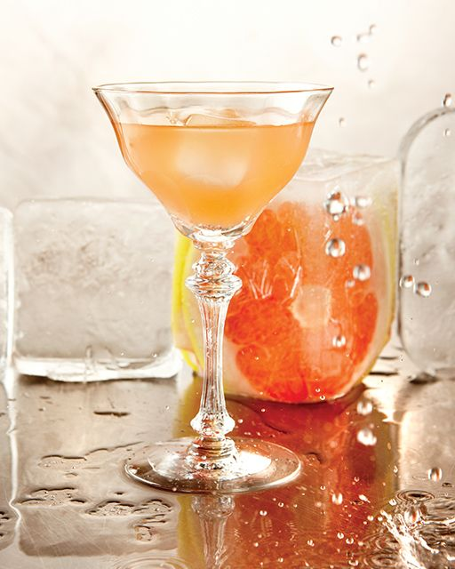 The Grapefruit Sparkler Cocktail: Great recipes and more at http://www ...