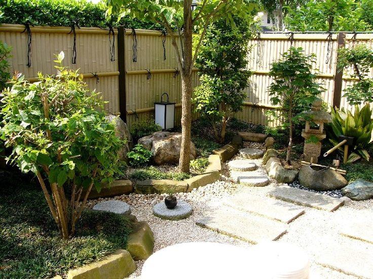 Japanese garden bamboo fence japanese gates fences for Japanese gates pictures