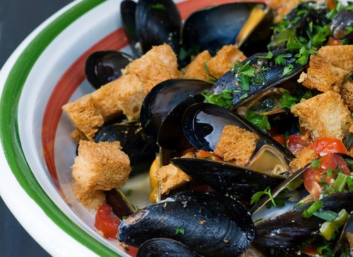 Beer Steamed Mussels with Parmesan Croutons ~ Is #Yummy #recipe
