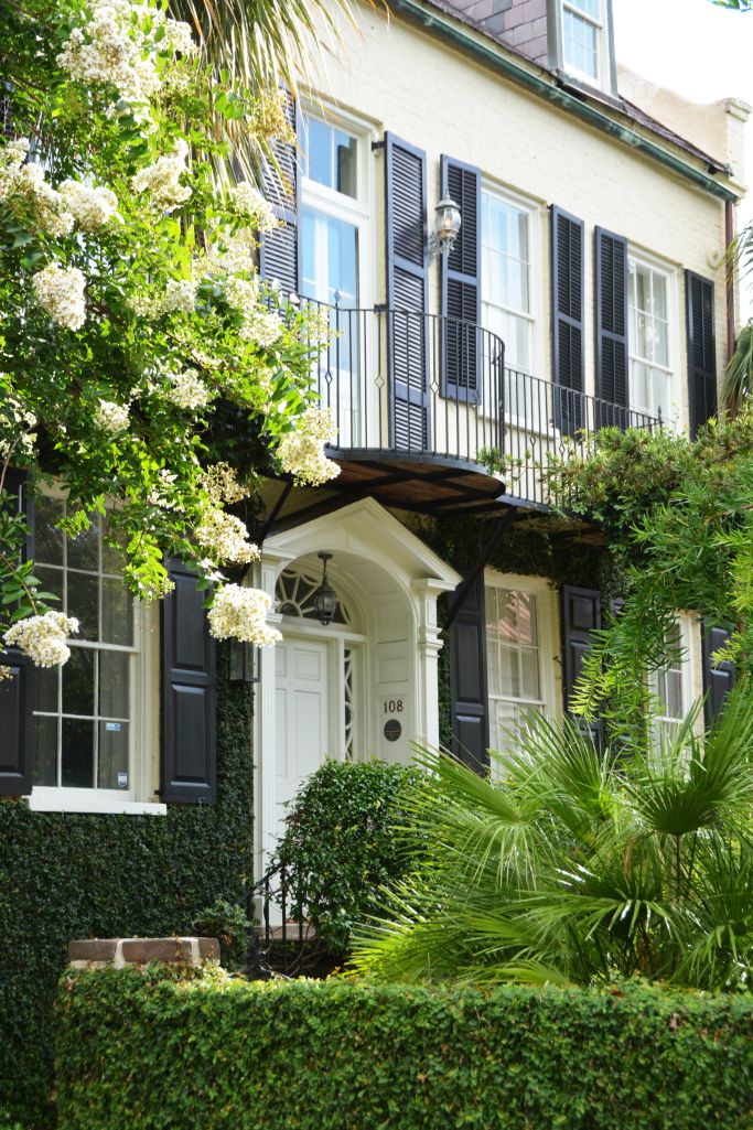 Visit to Historic Charleston, South Carolina | ©homeiswheretheboatis.net #gates #windowboxes #gardens #Charleston