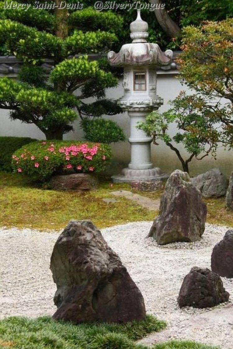 1000 images about japanese lanterns pagodas on pinterest for Japanese landscape lanterns