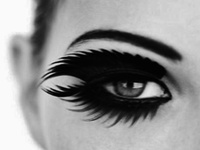 I never leave the house without cat eyes. These are some really creative ways to switch it up a bit.