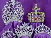 some tiaras with no history, but beautiful to behold (ahhhhh.... to be a Royal!)