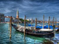 """Venecia es como comerse de golpe una caja entera de bombones de licor"" Truman Capote"