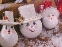 Holiday: Light bulb ornaments