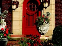 Great decorating tips for the front door or porch