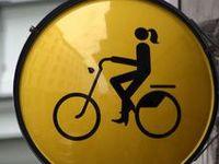 Läs mer om snygga cyklar, korgar, ringklockor och annat på http://cyklasnyggt.blogspot.se/